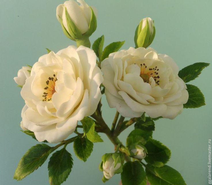 Купить или заказать Букет ' Краски осени' из холодного фарфора. в интернет-магазине на Ярмарке Мастеров. Цветочная композиция в огненных красках осени. Цветы,которые никогда не завянут !Розы,георгин ,калина,глориоза ,топинамбур .Все цветы вылеплены вручную ,тонированы масляными красками. Каждый цветок полностью завершён (можно зафиксировать в прозрачной вазе) Прекрасное украшение любого интерьера от квартиры до фешенебельного отеля или ресторана. Цена указана без вазы.