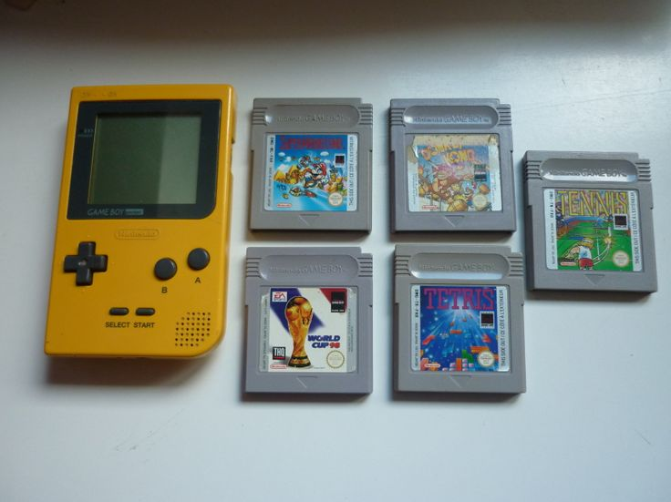 Nintendo Pocket jaune avec 5 jeux (Tennis, Tetris, Donkey Kong, Super Mario Land, World cup 98)