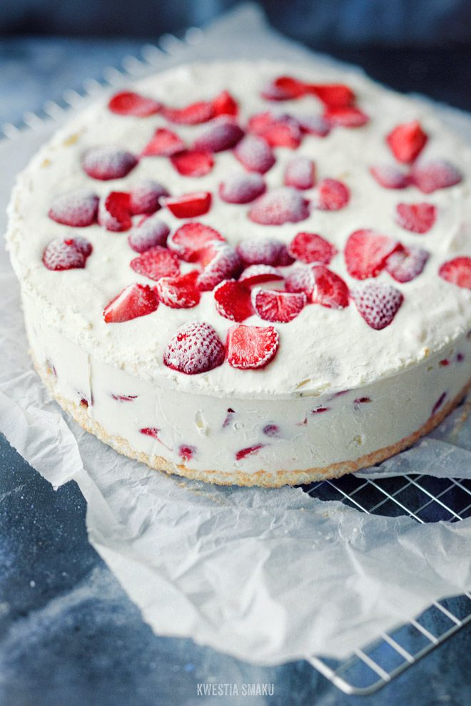 Yogurt Ice cream cake with strawberries and white chocolate