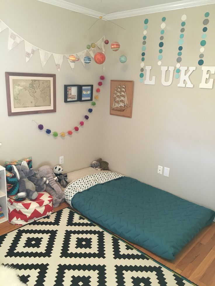 best 25 toddler floor bed ideas on pinterest toddler bed montessori bed and baby floor bed. Black Bedroom Furniture Sets. Home Design Ideas