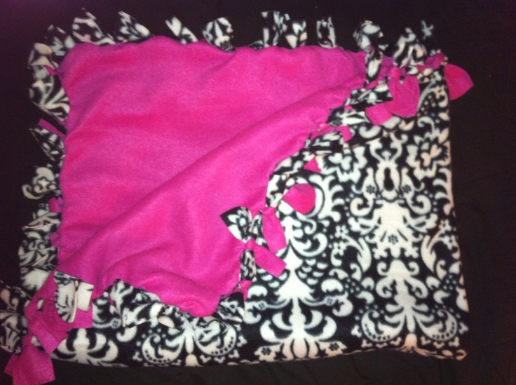 Black/White Damask and Hot Pink Fleece Knot Blanket. I want this in turquoise and the damask.