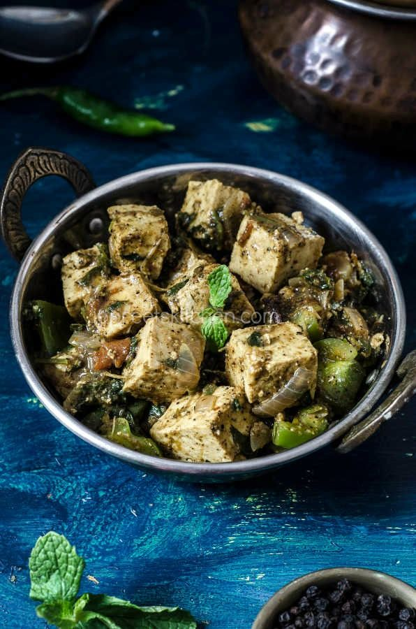 Chettinadu Style Tofu Masala is a spicy south Indian style recipe which takes less than 30 mins to prepare. Tofu can be replaced by Paneer, Cauliflower, Broccoli or Soya Chunks.