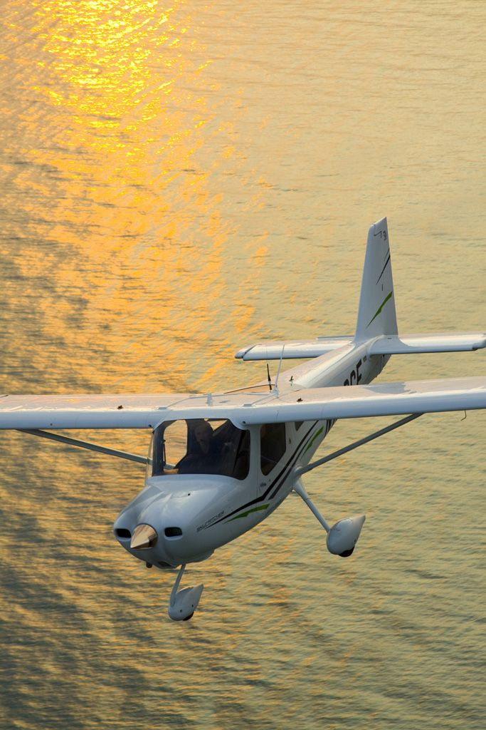 Cessna Skycatcher in flight