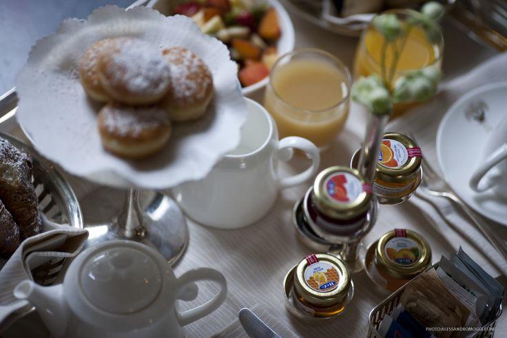 Particolare vassoio colazione