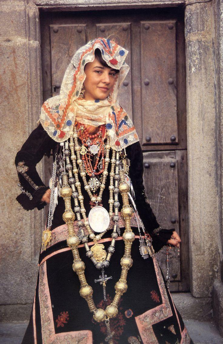 haute couture tribale - Espagne