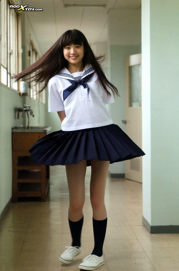 Chica coreana y uniforme escolar 8