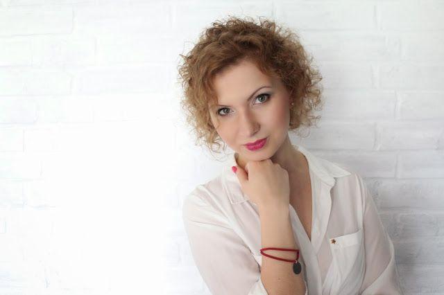 Makijaż do pracy blondyna niebieskie oczy