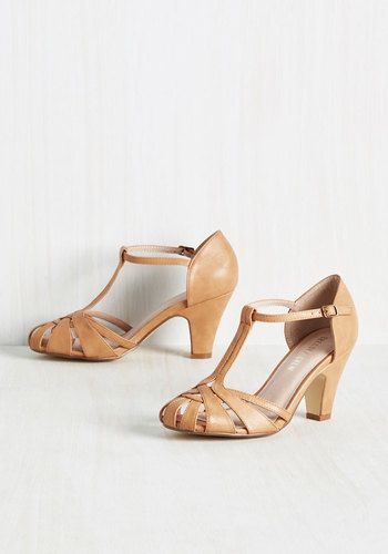 1920s 1930s style t strap shoes in tan. Perfect for spring.