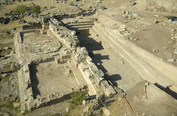 "Temple to Pluto in Turkey "" Missing for centuries, a storied gate to hell was recently uncovered, where poisonous air still breathes out of a cavern where priests once worshiped the gods of the underworld."