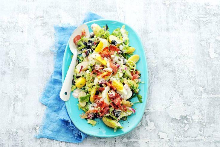 Binnenkort een picknick op de planning? Neem deze goedgevulde salade mee! - Recept - Allerhande