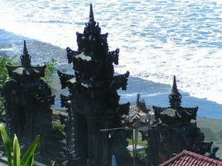 The origin of Rambut Siwi Temple Dwijendra Tatwa contained in the papyrus. The existence of this temple is linked with the mythology of the arrival of Dang Hyang MPU Nirartha from East Java to Bali in 1411 or in 1489 BC Caka. The story, when the MPU Dang Hyang Nirartha to Bali one of the temples that he visited was the Temple Hair Siwi. When he entered the temple, the temple guards require that the MPU Dang Hyang Nirartha pray in the temple. If not, he will be attacked by a tiger.