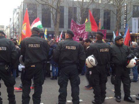 Proteste gegen Innenministerkonferenz in Köln: Demo verläuft weitestgehend friedlich - Stadt Köln verbietet Gegendemo | Köln- Kölner Stadt-Anzeiger