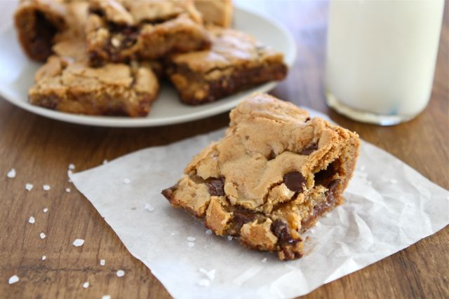 Chocolate Chip Salted Caramel Cookie Bars | Cookie Bar Recipe | Two Peas & Their Pod