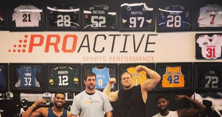 Aaron Rodgers, Clay Matthews Flexing with NBA Stars -- Just Aaron Rodgers, Clay Matthews, Karl-Anthony Towns and Paul George flexing in the gym. It's almost too much awesome to handle at once.