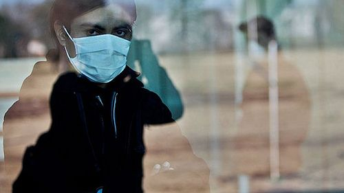 """PURIFICACION DE AIRE AIRLIFE te da las diferencias entre la gripe """"común"""" y la porcina.  Fiebre: en la gripe común no llega a 39º, mientras en la porcina se produce un inicio súbito a 39º. Dolor de cabeza: en la gripe estacional es de menor intensidad y en la gripe A es intenso. Escalofríos: son esporádicos en la gripe común y frecuentes en la A. Cansancio: será moderado y extremo, en la gripe estacional y porcina, respectivamente."""