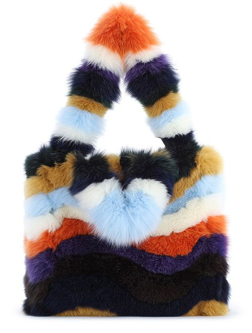 Un sac entièrement conçu en fourrure de renard multicolore, Fendi, 15 000 euros