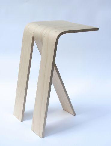 Silla sacada de una plancha hecha con dos cortes.
