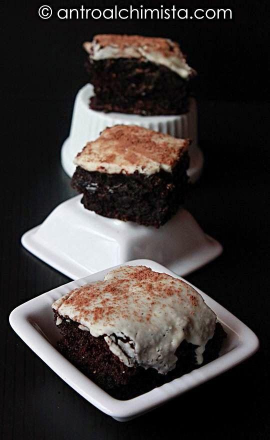 L'Antro dell'Alchimista: Brownies con Farina di Orzo, Cacao, Pere e Glassa ...