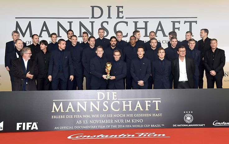 Da gibt es ein paar frische Singles aus dem WM-Kader - mehr oder weniger, vielleicht. Nachdem die deutsche Nationalmannschaft den Weltmeistertitel eingetütet hatte, ...