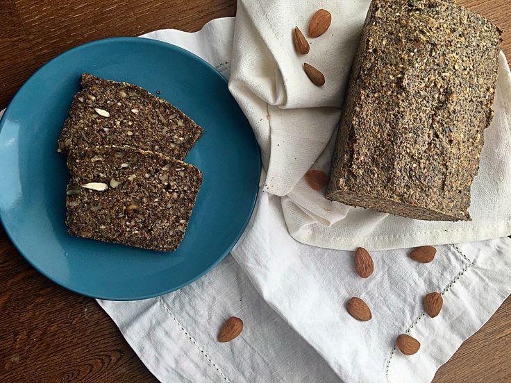 Chlieb zo semienok a orechov bez múky a laktózy.