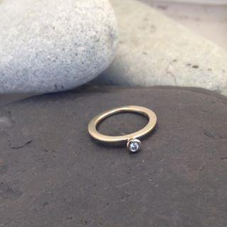 Ny liten ring färdig. #ekoguld #ekoguldsmed #fairminedgold #fairmineddiamonds #vigselring #förlovningsring #bröllop #öland