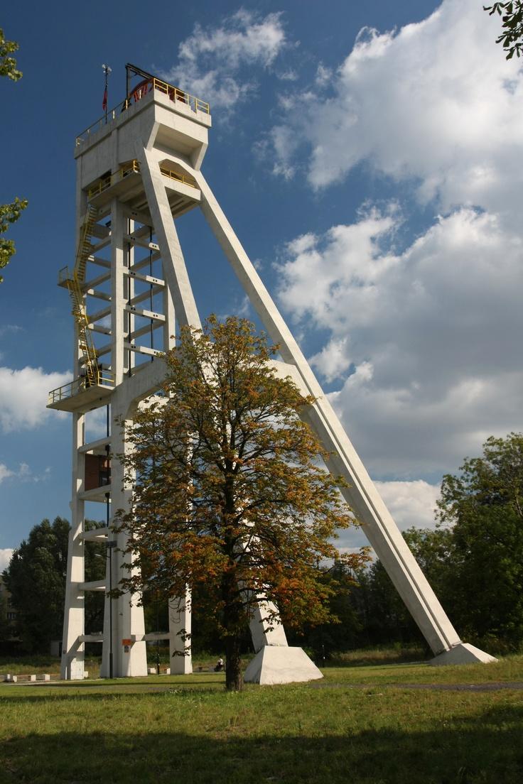 File:Chorzów - Prezydent winding tower 02.jpg