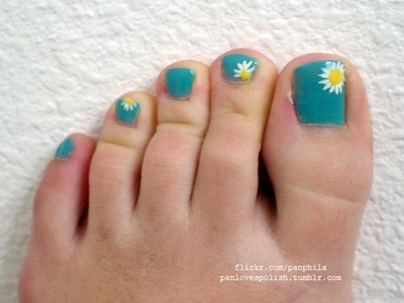Beach nail art- I'd make the flower on the big toe bigger and just do polka dots of the others.