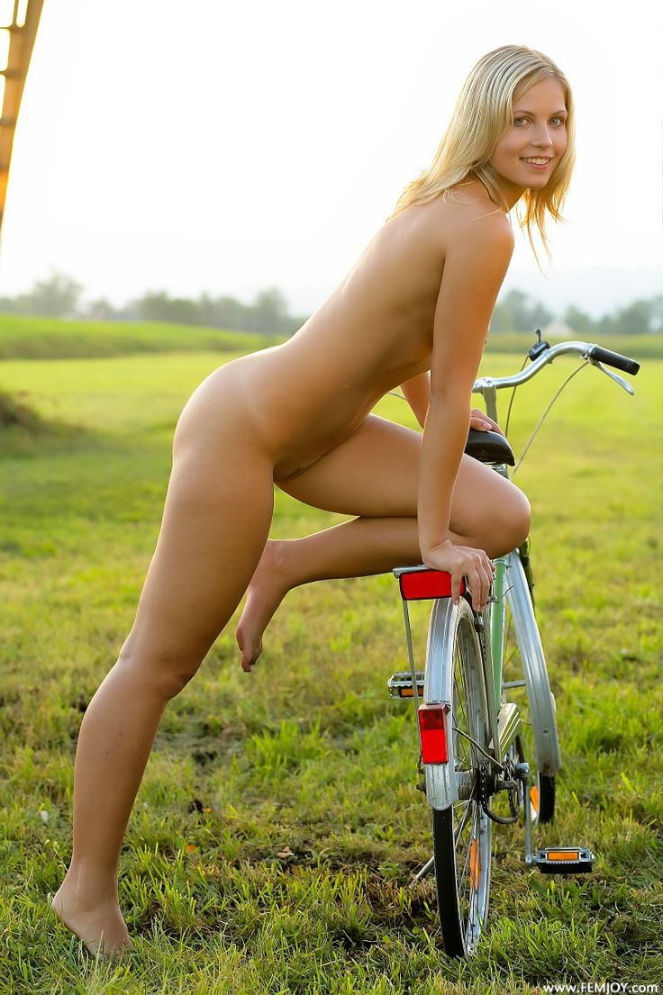 Naked girls bicycling-6409