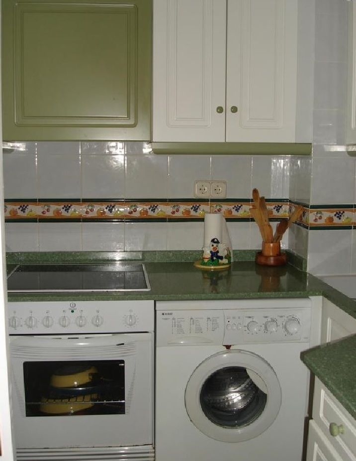 The kitchen has everything you need. Fridge, freezer, water boiler, toaster, washing machine, oven, etc, etc www.wonderful-calpe.webs.com
