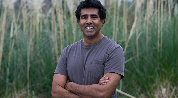 Director of Super Troopers Jay Chandrasekhar joins Beaks and Geeks to talk about starting out in comedy, making movies, and his rise to success.