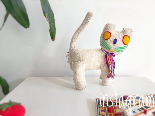Woollen White Cat from Mexico