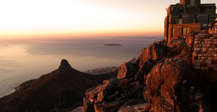 Table-Mountain-Cable-Car-station-Sunset-Bubbly