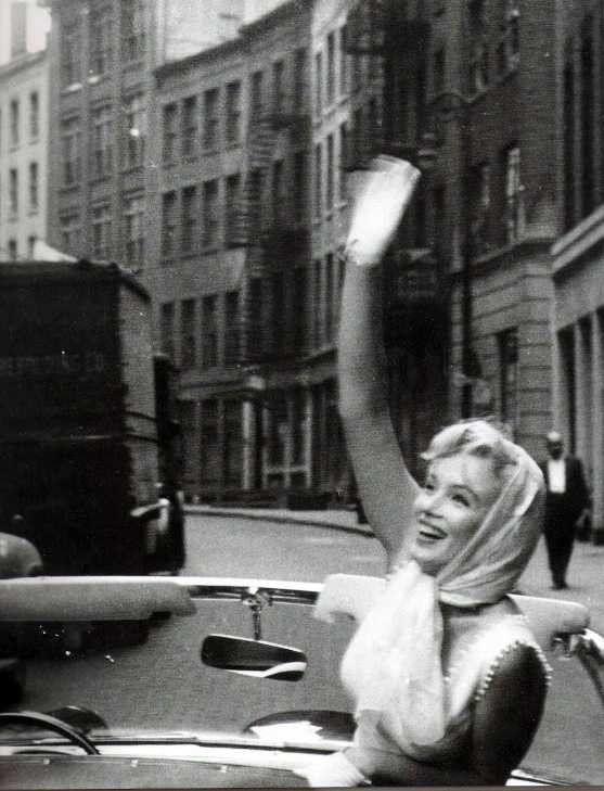 Marilyn Monroe & Arthur Miller - N.Y by Sam Shaw - Mai 1957