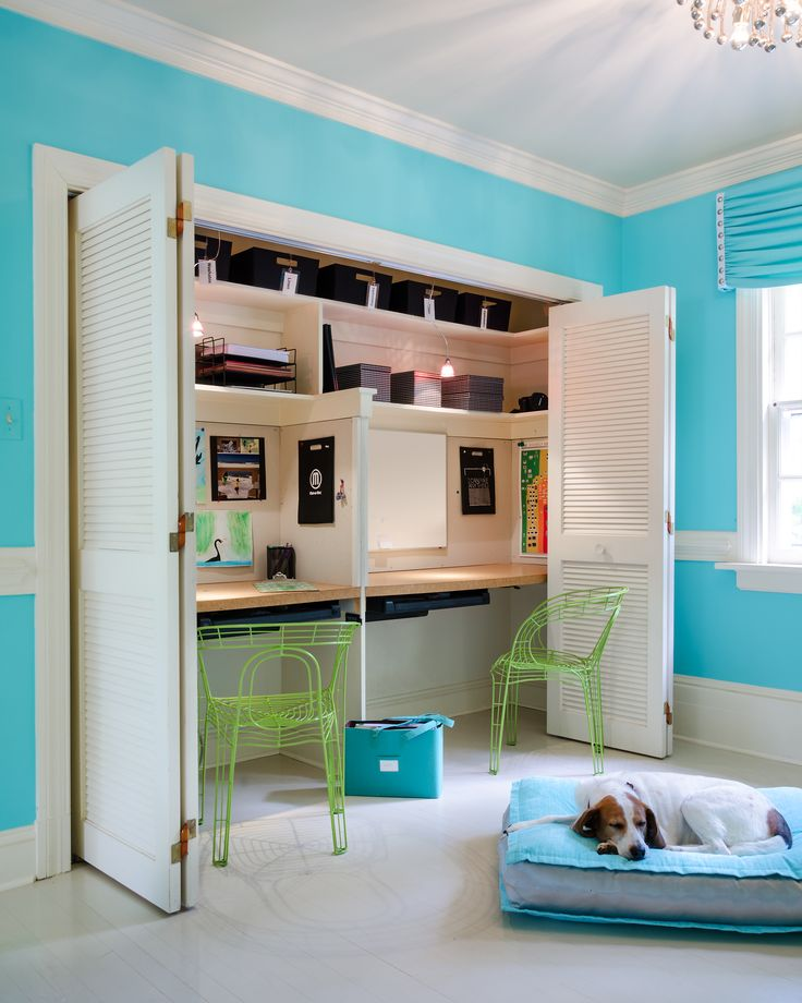These are built in desks in the south beach teen hangout room the dog gets a color coordinated - Teen beach bedroom ideas ...
