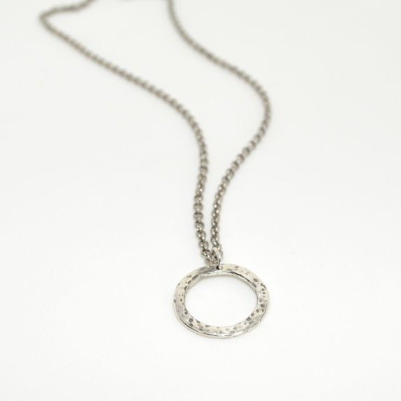 Hamret ring, smykke av sølv (925).