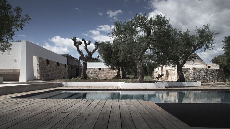 Luca Zanaroli's Casa JMG in #Polignano preserves the precise and recognizible architectural language of #Apulian #residences, which characterize the rural lanscape of the area and inspired at the same time the architect during the #refurbishment