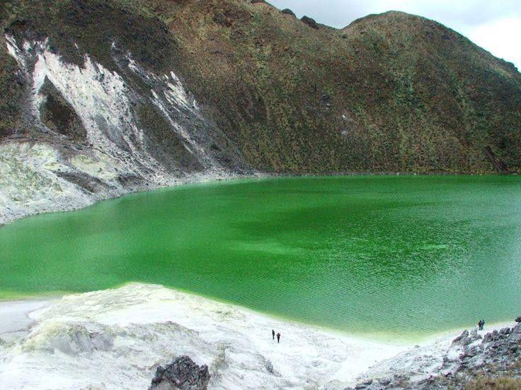 La Reserva Natural Azufral, ubicada en el departamento de Nariño. Es una espectácular Laguna Verde situada en el cráter del Volcán Azufral, posee un diámetro de 3 Km, una longitud de 1.5 Km, un ancho de 600 metros y aguas ácidas con temperaturas de 8 grados centígrados. La Laguna debe su nombre al color verde esmeralda, originado por los contenidos de Hierro y Azufre que expulsa un domo volcánico junto a ella.