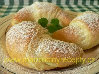 Jednoduché croissanty těsto: 200 ml vlažného mléka, 1 lžička cukru, 20 g…