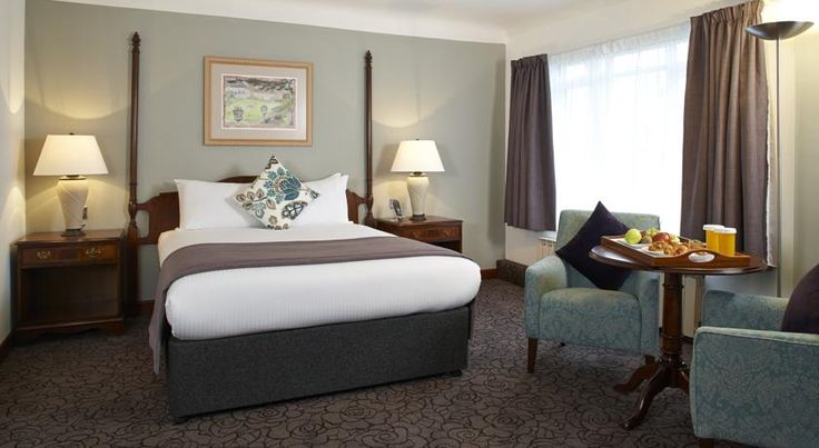 Copthorne Hotel London Gatwick Crawley This charming 16th-century country farmhouse is just a 5-minute drive from London Gatwick Airport. It has stylish rooms, modern leisure facilities including a pool, and an airport shuttle service.