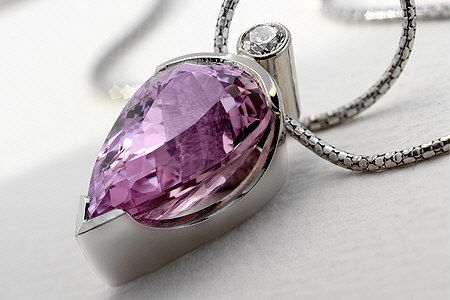 18 ct white gold necklace with kunzite and diamond