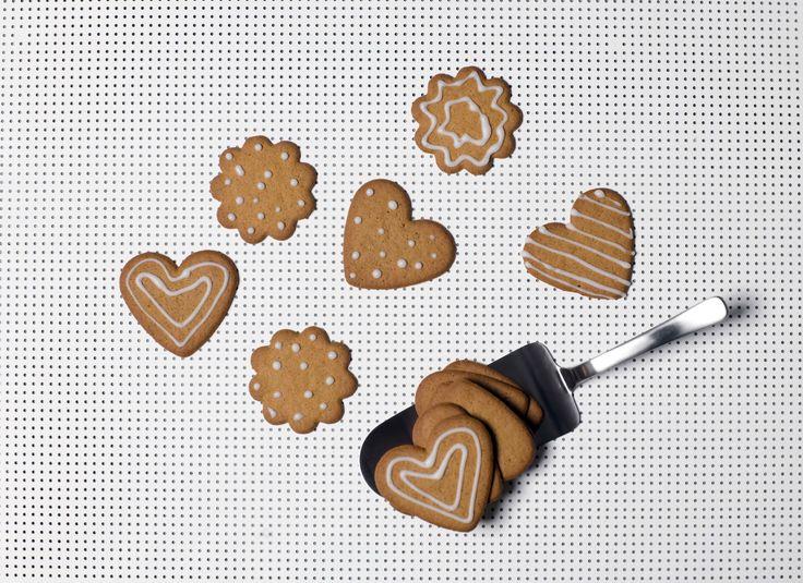 Kay Bojesen Grand Prix cake server serving Christmas cookies. Danish Design at it's best!