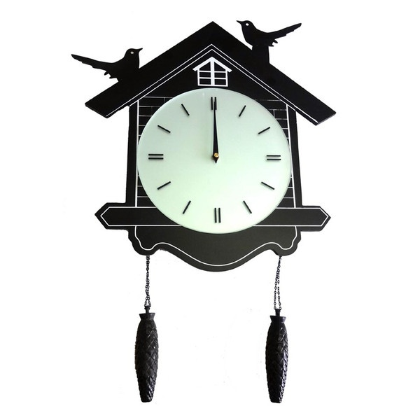 Relógio de parede com passarinhos sobre a casinha, no estilo cuco repaginado!   Presente divertido e original!  Dimensões:  Base do Relógio: 42cm x 27cm (c x l) Relógio com o pêndulo: 56cm de comprimento  Cor: Preto e Branco Material: Madeira, plástico e vidro  Produto Importado.  O Relógio de Parede Cuco funciona com 1 pilha AA não inclusa. R$125,00