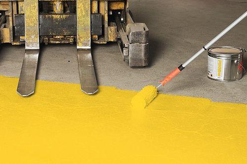 Pintura de pisos de cerâmica e cimento é opção barata para renovar a casa