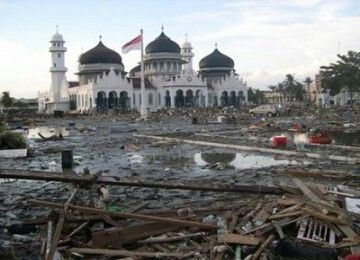 Kondisi Masjid Baiturahman setelah tsunami.