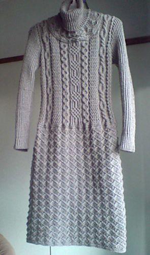 Hittar inte hur man kommer åt mönstret, men lägger upp länken och bilden för inspiration! One-piece klänning av Keiko Okamoto.