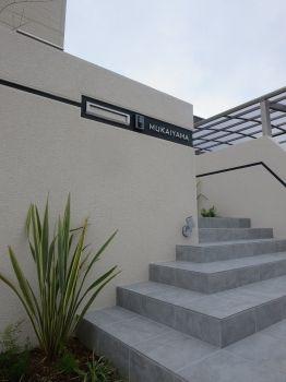 オープンエクステリア施工事例 / ジューンベリー、アオダモ、シンプル 外構、モダン、デザイン 壁