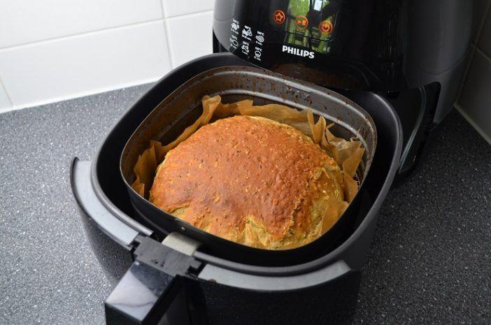 Voor nog geen 50 cent maak je zelf heerlijk brood in de Airfryer! Lekker vers & gezond! Ik ga dit direct thuis maken, super handig!