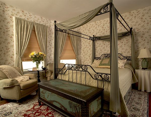 22 best bedroom images on pinterest bedrooms master for Victorian style master bedroom