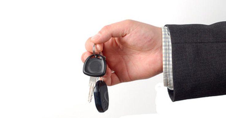 Cómo programar una llave Audi. Puedes programar las llaves de Audi para realizar funciones remotas como desbloquear y bloquear el vehículo, abrir la cajuela e iniciar una alarma de pánico. Estas llaves proporcionan funcionalidad, y su hoja oculta te ayuda a evitar que rompa los forros de tus bolsillos con el filo de la misma. Por desgracia, estas llaves tienen un defecto: A ...