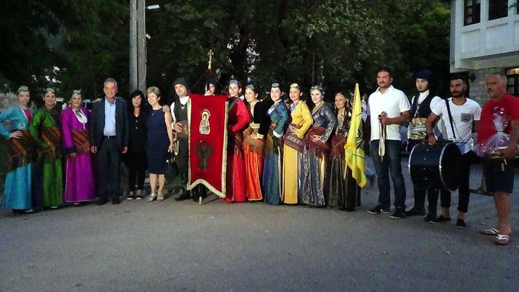 Η Ένωσης Ποντίων Πολίχνης συμμετείχε στο 14ο Παγκαλαβρυτινό Αντάμωμα... παρακολουθείστε τα βίντεο της αποστολής στην σελίδα μας... την Παρασκευή 19 και το Σαββάτο 20 Αυγούστου 2016 στην κεντρική πλατεία των Κλειτορίας και Καλαβρύτων αντίστοιχα!